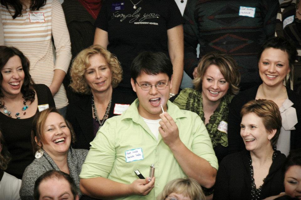 funny guy applying lipgloss